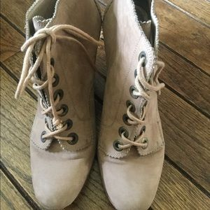 Stuart Weitzman tan leather booties